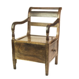 Cadeira furada (uso feminino)